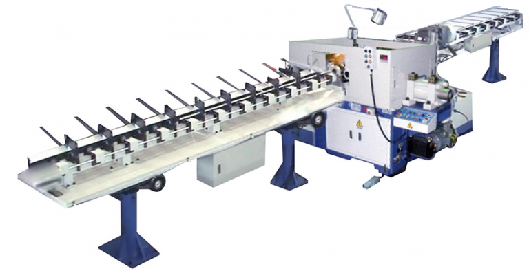 Auto type feeder collector
